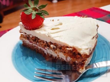Здравословна нисковъглехидратна безглутенова торта с моркови, сирене маскарпоне, извара (или рикота), заквасена сметана, оризово брашно и орехи - снимка на рецептата